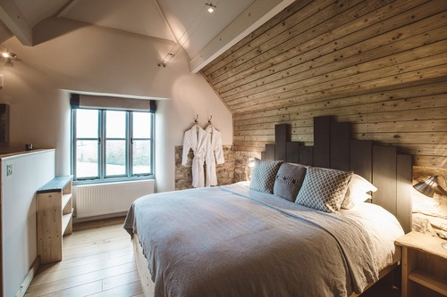 the-barn-bedroom-slider