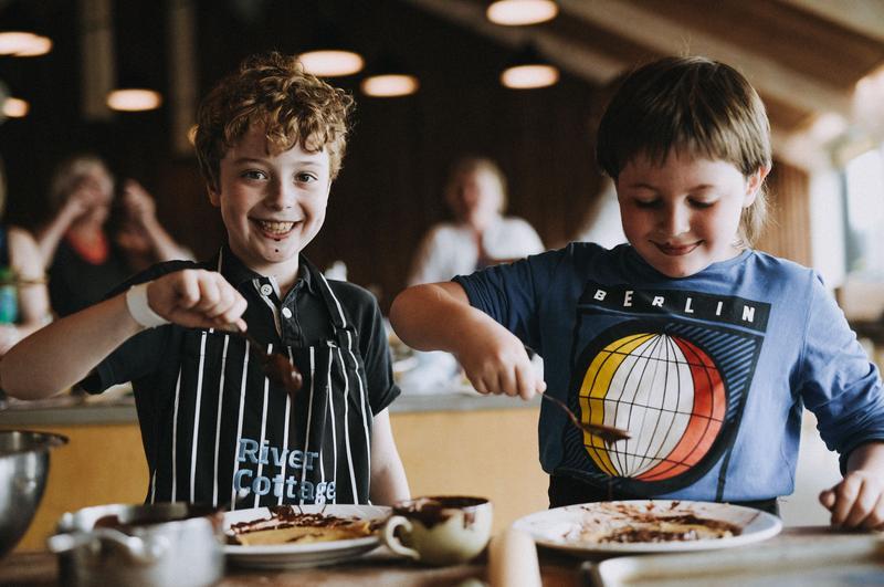 mattaustin-fair2018-kids-enjoying-food