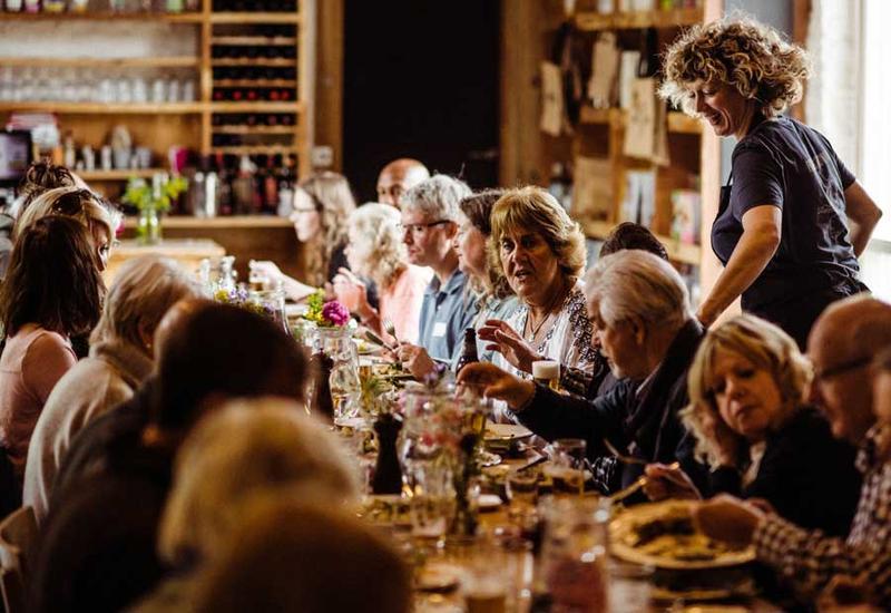 dining-15625875090162011