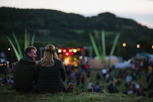 meadow-field-people4