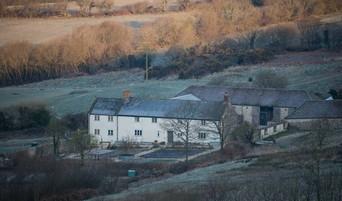 winter-farmhouse