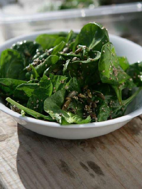 Seedy spinach salad