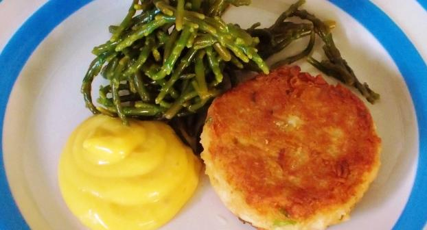 Crab cakes with pickled samphire & rapeseed mayonnaise